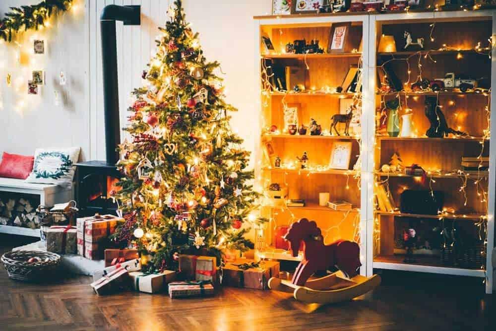 διακόσμηση δωματίου με χριστουγεννιάτικα στολίδια