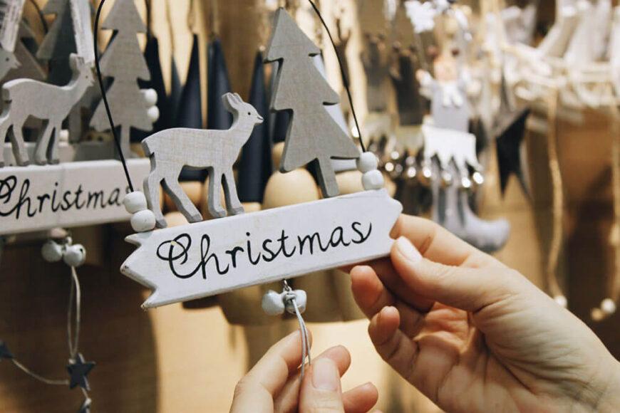 Διακόσμηση σπιτιού με χριστουγεννιάτικα στολίδια